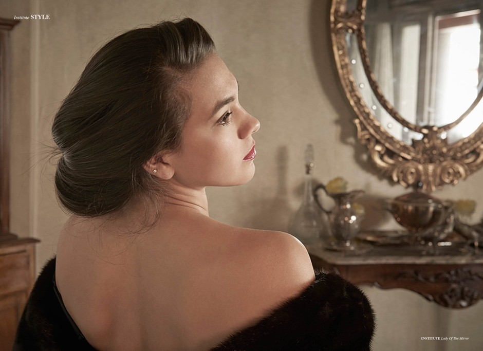 lady-of-the-mirror-3